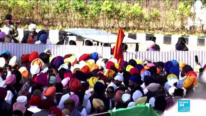 Hundreds of Indian Sikhs make historic pilgrimage to holy site in Pakistan