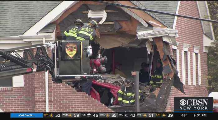 Cops: Porsche Flies Into Building, Killing 2