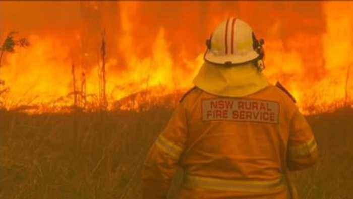 Australia bushfire: 'Catastrophic' fire danger as thousands flee homes