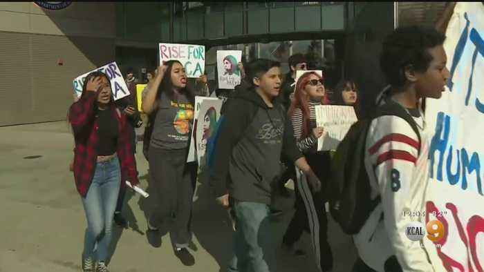 LA Students Walk Out Of Class To Protest Against Ending DACA Program