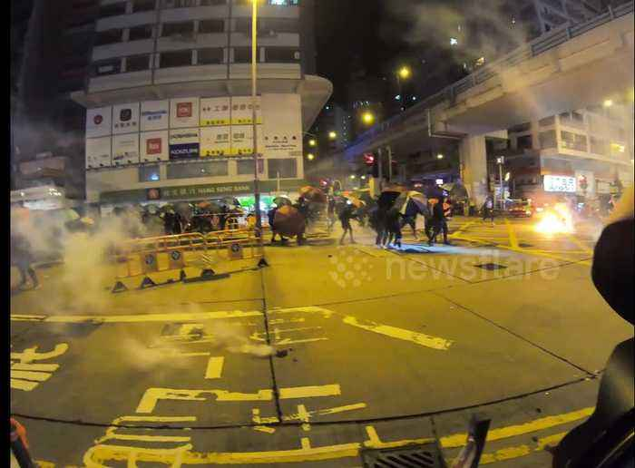 Hong Kong police charge protesters while firing tear gas in Mong Kok