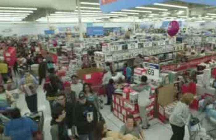 Walmart lifts outlook, El Paso store reopens