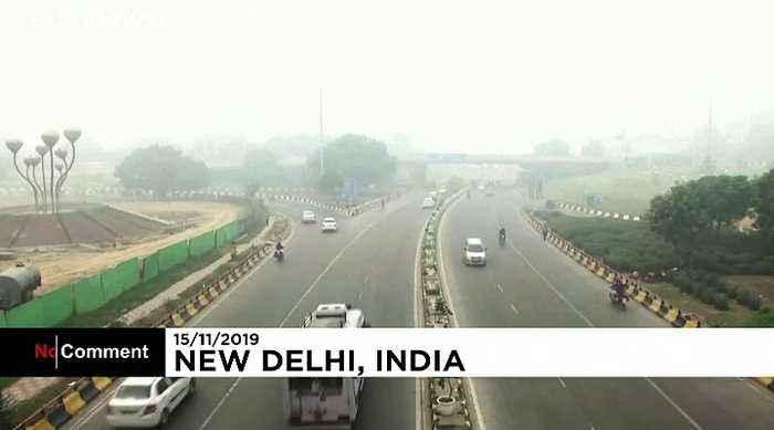 Oxygen bar sells fresh air in pollution-hit New Delhi