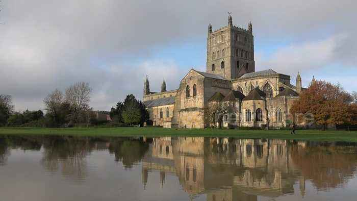 UK floods: Tewkesbury flooded as River Severn bursts its banks