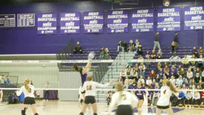 Winona State volleyball clinches NSIC tournament birth with 3-0 sweep over No. 5 Duluth