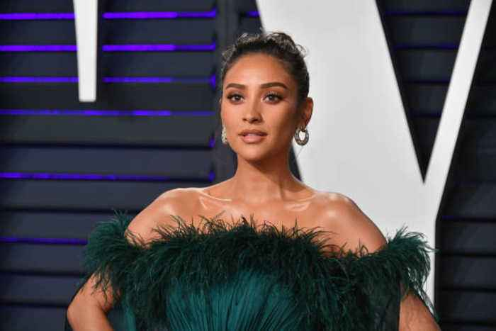 Shay Mitchell warns mom shamers 'not to mess' with her