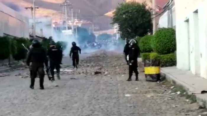 Police and protesters clash in Cochabamba, Bolivia