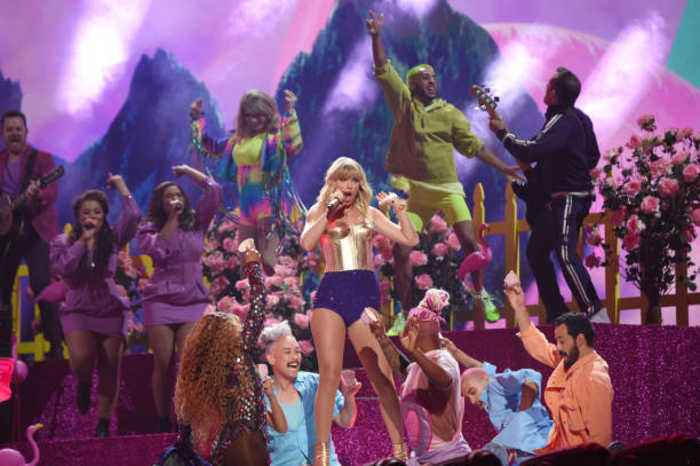 Taylor Swift Receives Clearance for AMA Performance