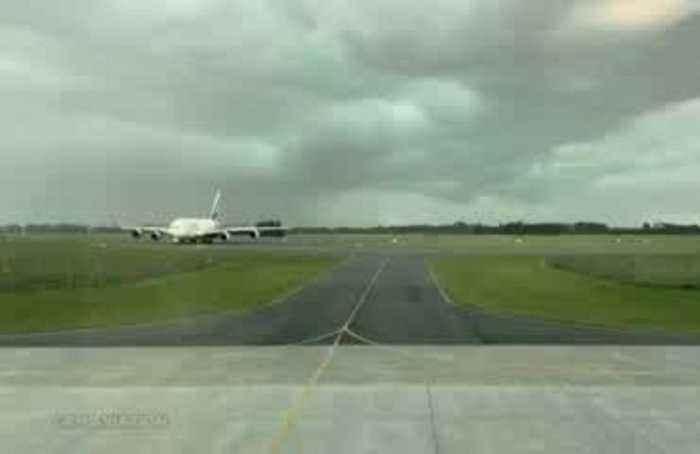 Lightning strikes near passenger plane at airport in New Zealand