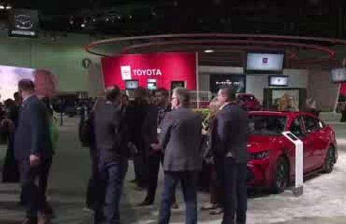 Electric revs up at LA Auto Show, Defender too