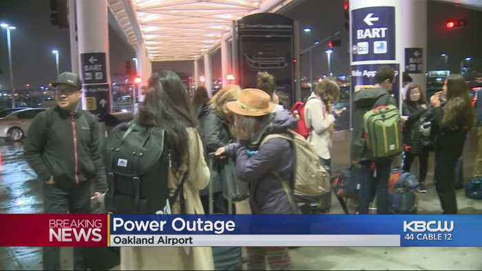 Power Outage At Oakland Int'l Airport Terminals Affects Travel Amid Storm