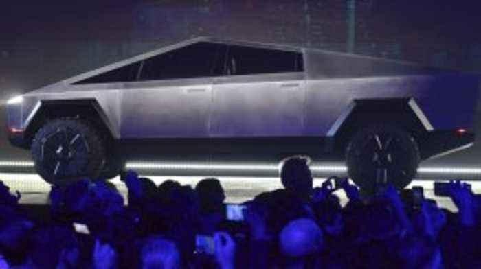 Elon Musk Hints at 250,000 Pre-Orders for Tesla's Cybertruck
