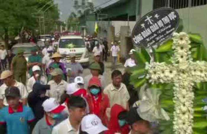Family of 19-year-old Vietnamese victim in British truck deaths receive her body