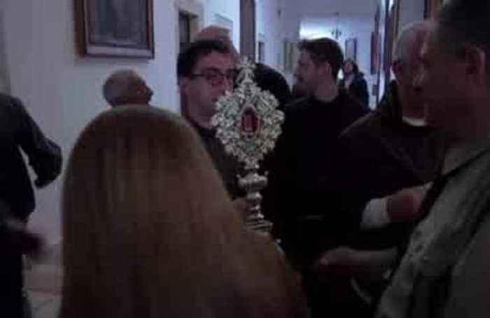 Pope gifts relic of Jesus' manger to Bethlehem