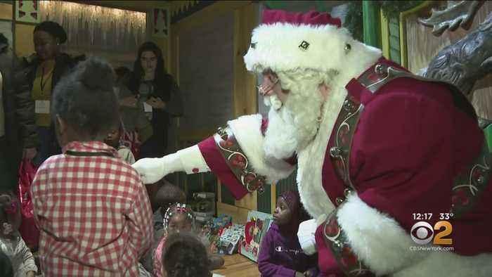 Homeless Children Get To Meet Santa In #GivingTuesday Event
