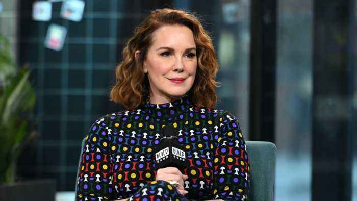 """How Elizabeth Perkins Prepared For Her Role In Apple TV+'s """"Truth Be Told"""""""