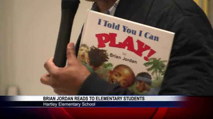 Former MLB, NFL player reads to Hartley Elementary students