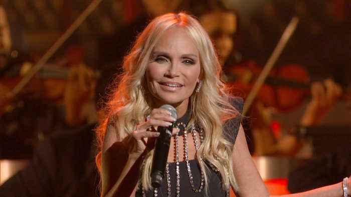 Kristin Chenoweth Performs 'I'll Be Home for Christmas' on 'CMA Country Christmas' 2019