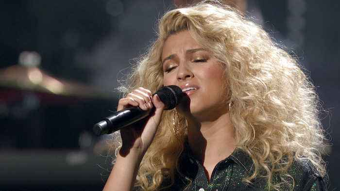 Tori Kelly Performs 'Do You Hear What I Hear?' on 'CMA Country Christmas' 2019