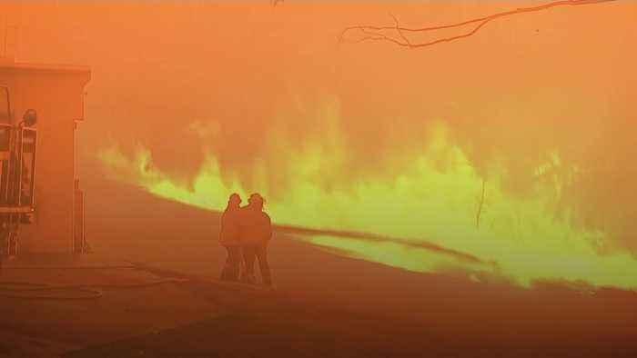 Emergency warnings issued over raging bushfires in Australia