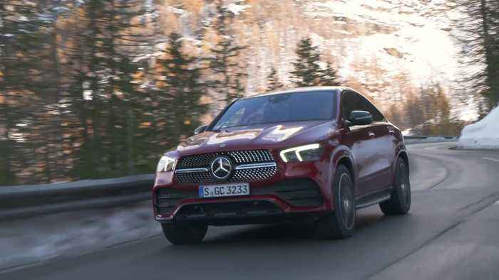 Mercedes-Benz GLE 400 d 4MATIC Coupé in Hyacinth red Driving Video