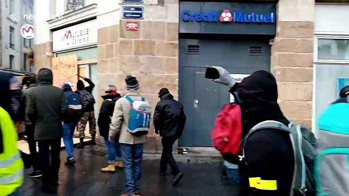 Protesters clash with French police in Nantes