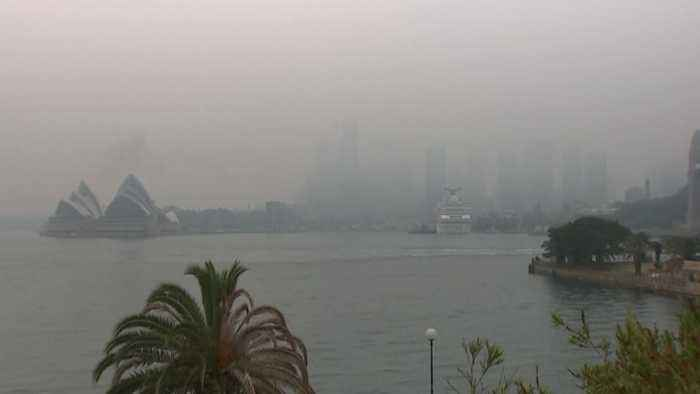 Sydney landmarks engulfed by smoky haze