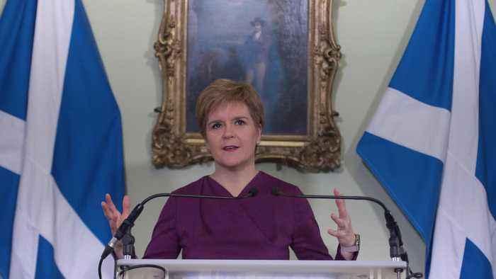 Sturegon calls on Johnson to allow second Scottish independence referendum