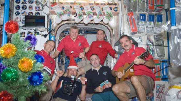 Bad Singing & Gingerbread: Christmas on the ISS is Just Like Here on Earth