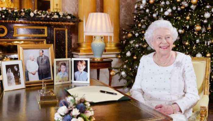 The Good Reason Why Queen Elizabeth Hosts Christmas Lunch A Week Early