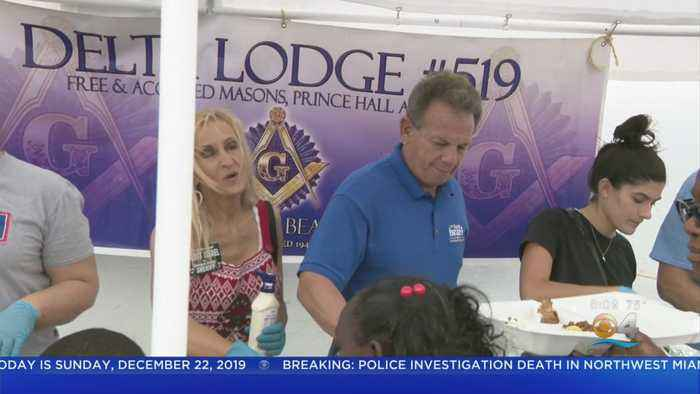 Former Broward Sheriff Continues Holiday Tradition