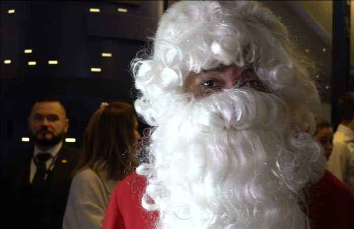 Mbappe dresses up as Santa for young PSG fans