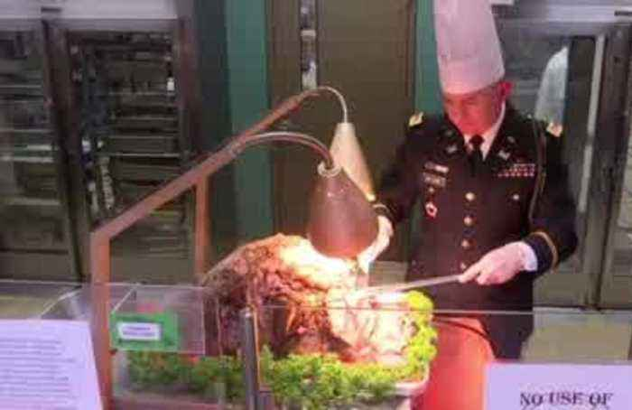 U.S. troops in South Korea enjoy Christmas feast