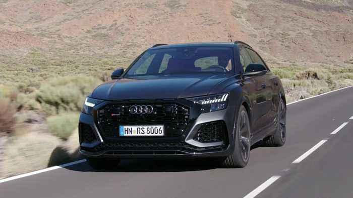 Audi RS Q8 in Daytona Grey Driving Video