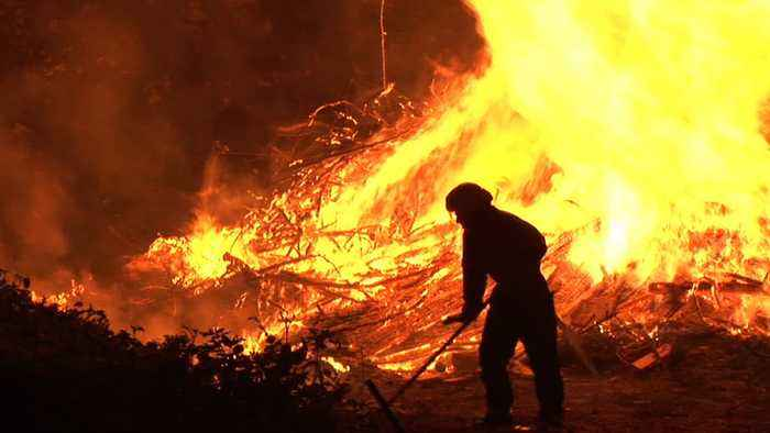 Australia Urges Residents And Tourists To Flee As Fire Spreads