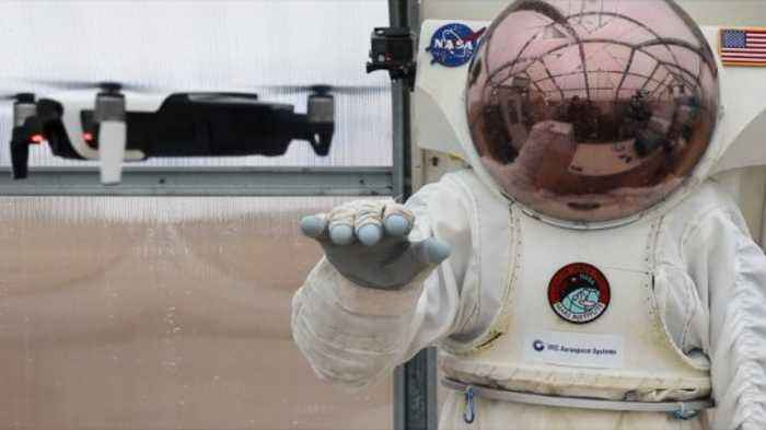 NASA's Testing an 'Astronaut Smart Glove' for Moon and Mars Missions
