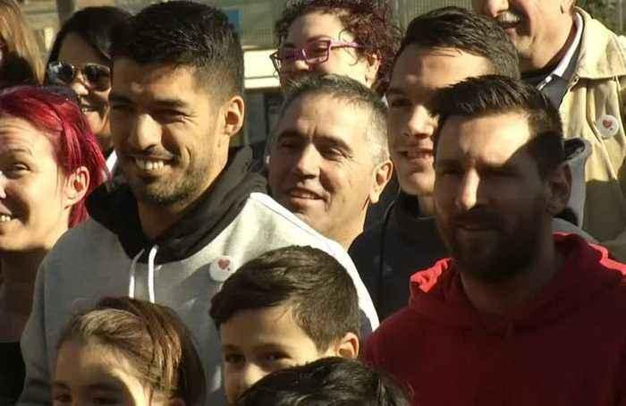 Barcelona's Lionel Messi visits hospital