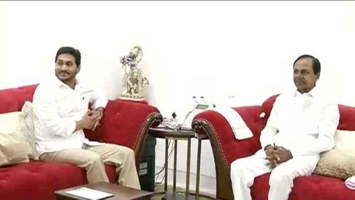Chief Ministers of Andhra Pradesh, Telangana discuss latest political developments