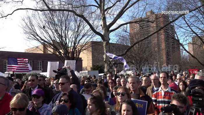 Hundreds rally against anti-Semitism in Queens, New York
