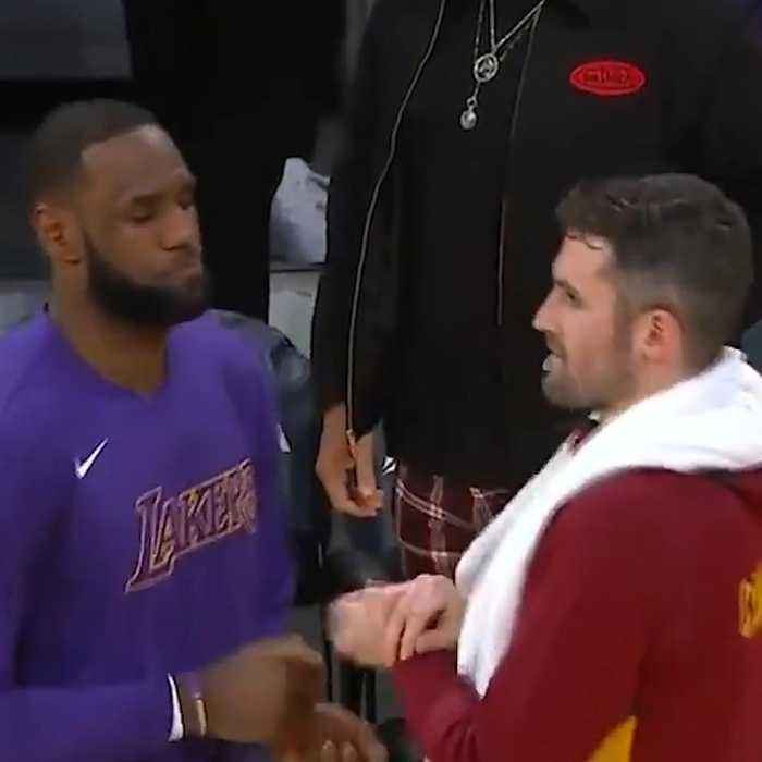 LeBron still remembers his handshakes with his former teammates Kevin Love and Tristan Thompson 🤝💥