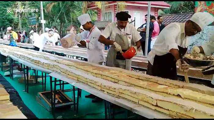 1500 bakers in south India team up to make the world's longest cake