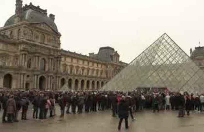 Strikes block Paris' Louvre, leaving some tourist uproar