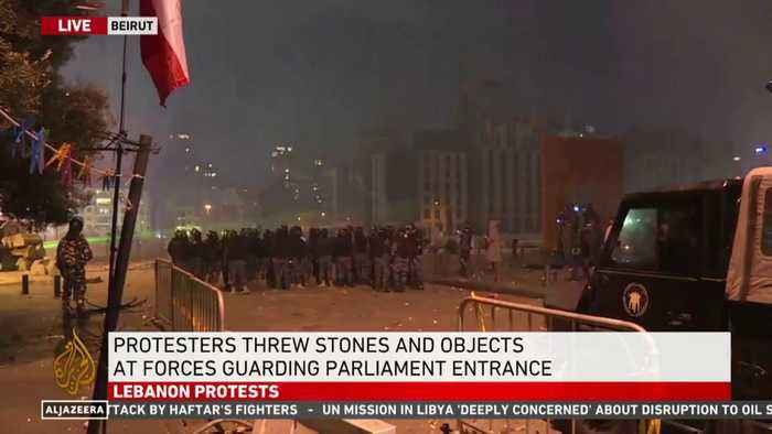 Lebanon: Anti-government protesters try to storm Parliament Square