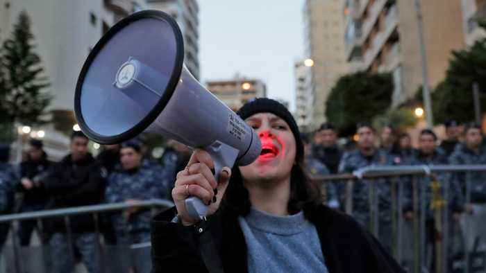 Lebanon unrest: Protest tactics include public shaming