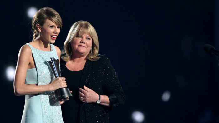 Taylor Swift reveals her mother's brain tumor diagnosis