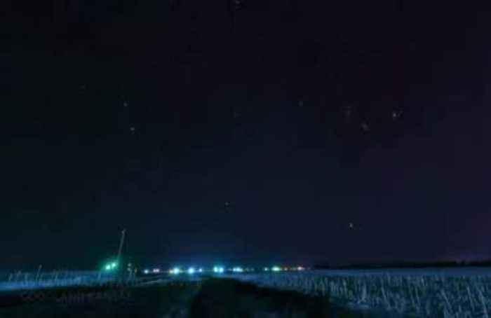 Planes streaking across Kansas' night sky captured in timelapse video