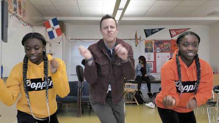 This Teacher Dances With His Students to Motivate Them in Class!