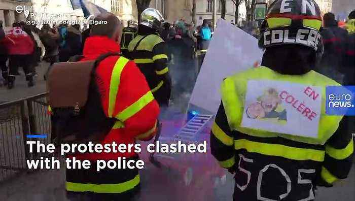 French firefighters scuffle with police during protest over working conditions
