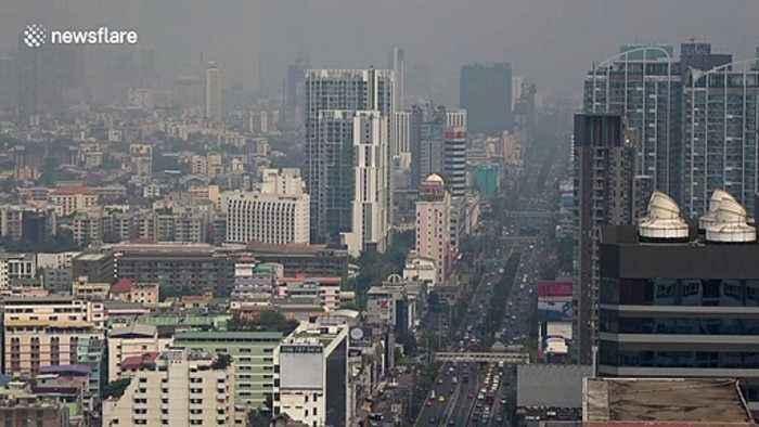 Thick layer of smog pollution blankets Bangkok