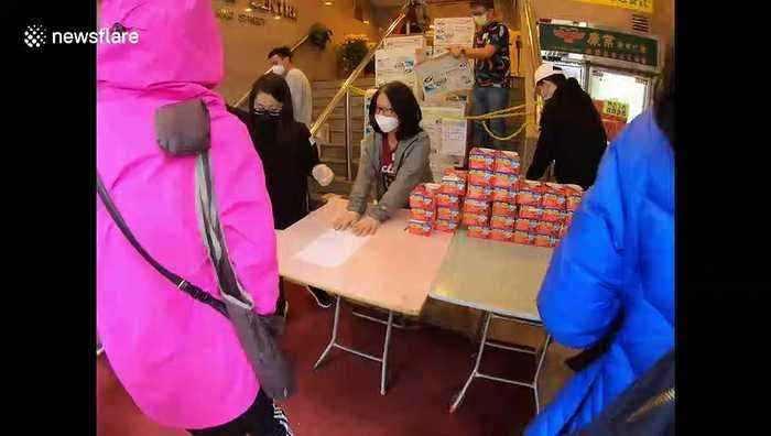 '10,000 Hong Kongers' queue to purchase face masks after waiting all night